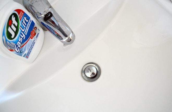 clean bathroom basin