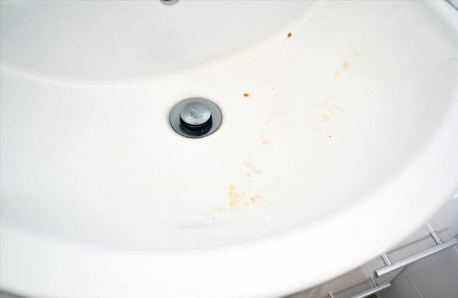 drirty bathroom basin