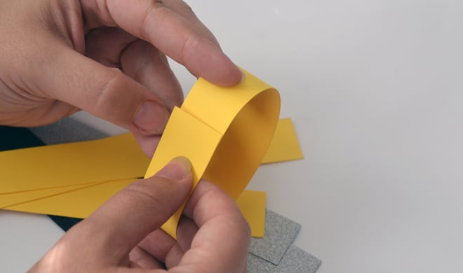 kids craft idea no-glue paper chains